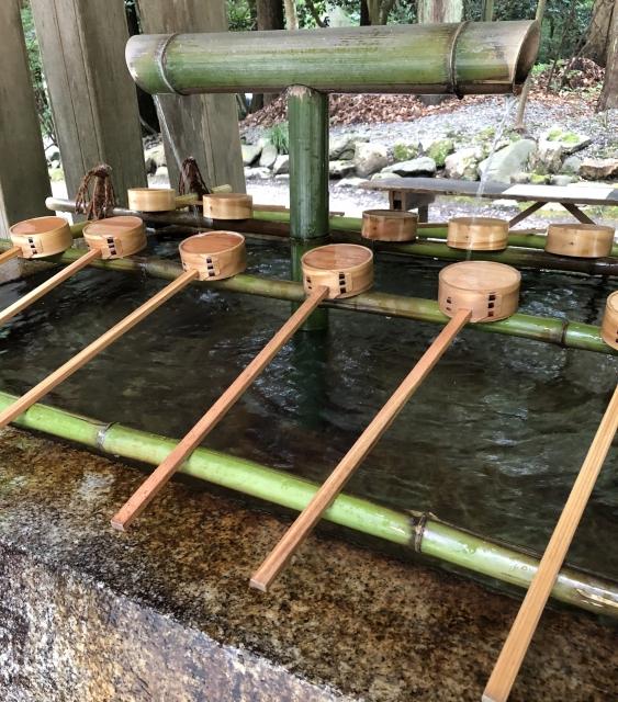 弥彦神社 手水桶